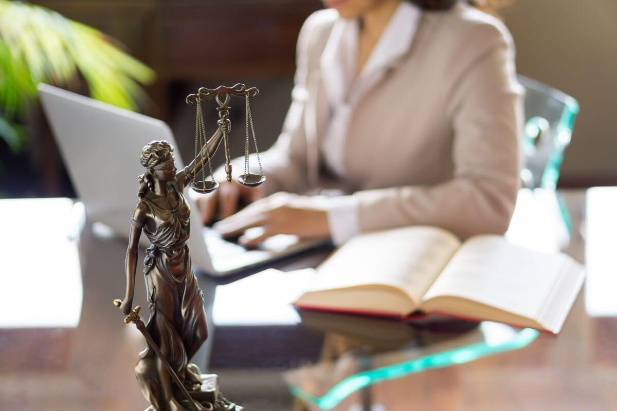asianajaja lakimies asianajotoimisto